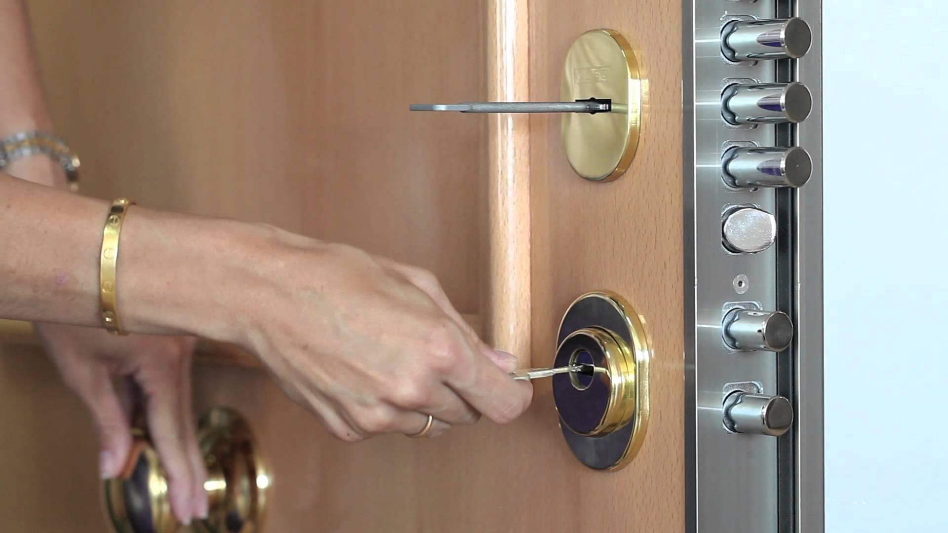Cerrajero para abrir puerta blindada sin llave